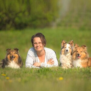 Breeder Sissi Steuerwald with Luna, Bella and Kerry